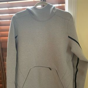 Men's gray Lululemon Sweatshirt